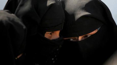 Fusillade à Toulouse : vêtu d'un niqab, le tireur avait caché sa Kalachnikov dans une poussette