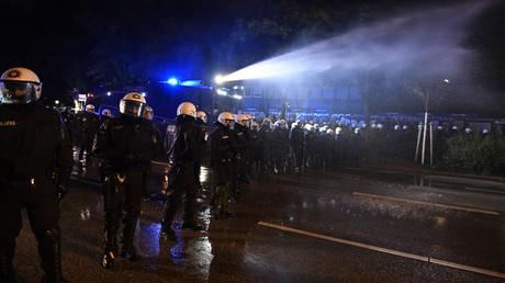 Hambourg : la police déploie des canons à eau contre les manifestants anti-G20 (PHOTOS, VIDEOS)