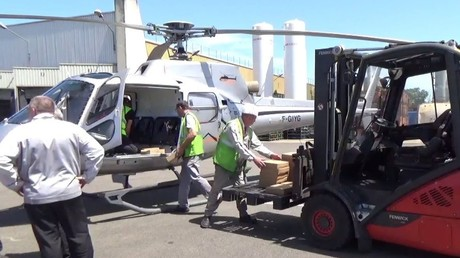 Un hélicoptère utilisé par PSA pour évacuer sa production