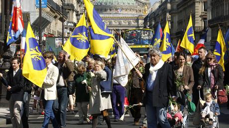 Des royalistes de l'Action Française lors d'une manifestation d'hommage à Jeanne d'Arc à Paris en 2012