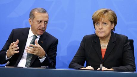 «L'Allemagne commet un suicide» : Erdogan furieux de ne pouvoir s'adresser aux Turcs lors du G20