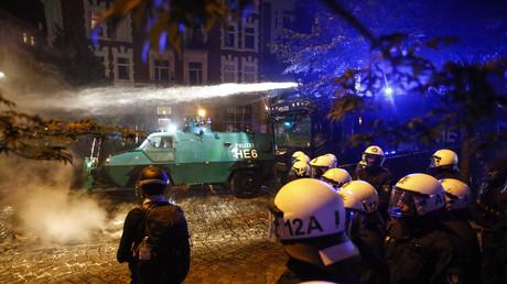 «Bienvenue en enfer» : une manifestation anti-G20 dégénère, 111 policiers blessés (IMAGES)
