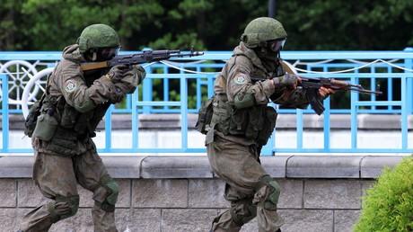 Des militaires russes pendant des exercices conjoints avec l'armée biélorusse, en Biélorussie