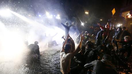 Les images fortes des émeutes en marge du G20 à Hambourg