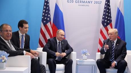 Sergueï Lavrov, Vladimir Poutine et Donald Trump lors de leur rencontre au G20 de Hambourg le 7 juillet 2017.