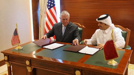 Rex Tillerson et le ministre des Affaires étrangères du Qatar Mohammed bin Abdulrahman al-Thani