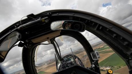 Le cockpit d'un avion de chasse français