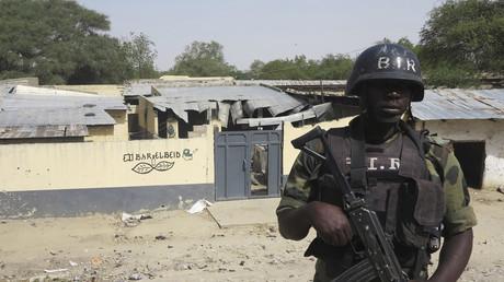 Cameroun : un navire de l'armée chavire en mer, des dizaines de militaires disparaissent