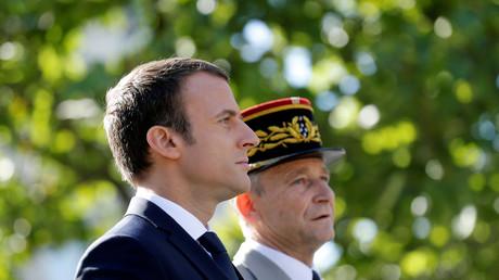 Emmanuel Macron et Pierre de Villiers sur les Champs-Elysées