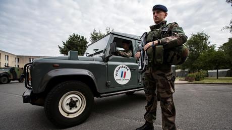 Un soldat participant à l'opération Sentinelle