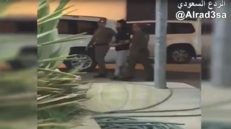 La police arrête un prince saoudien tortionnaire qui s'amusait à martyriser des passants (VIDEO)