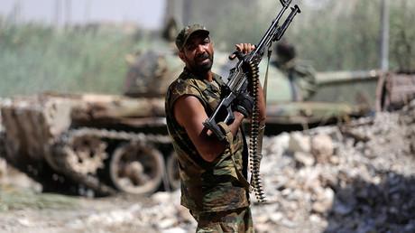 Un combattant de l'Armée nationale libyenne se bat contre les djihadistes  à Benghazi, le 17 juillet 2017, photo ©Esam Al-Fetori/Reuters