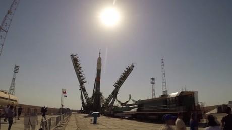 Time lapse de l'installation du vaisseau spatial Soyouz au cosmodrome de Baïkonour