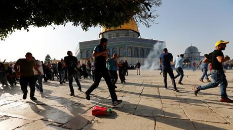 Explosion de  grenade de désencerclement à la osquée al-Aqsa le 27 juillet