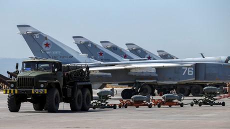 Des avions de combat russes sur la base syrienne de Hmeimim