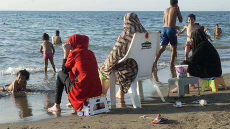 Algérie : contre les pressions en ligne, des militantes féministes appellent à se baigner en maillot
