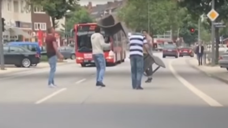 Des passants ont poursuivi le terroriste dans les rues de Hambourg en lui assénant des coups de chaise et de barre de fer, avant qu'il ne soit maîtrisé