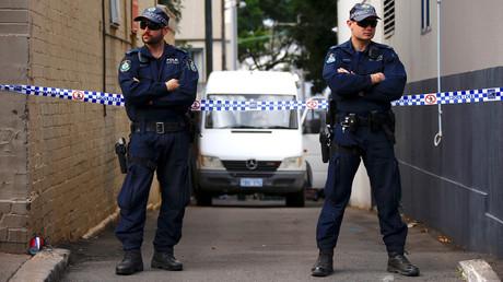 Des policiers australiens lors d'un raid antiterroriste le 29 juillet