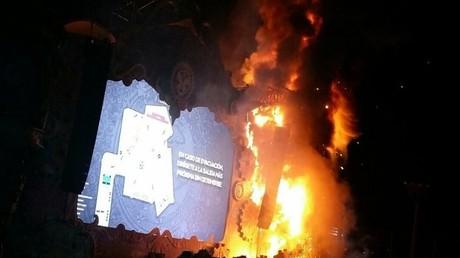La scène du festival Tomorrowland en feu à Barcelone