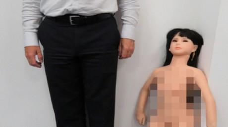 L'une des poupées gonflables importées par David Turner