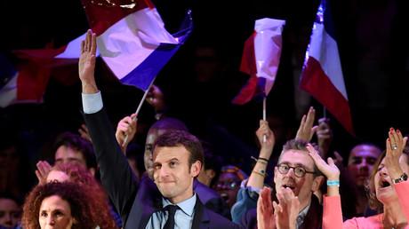 Ils avaient voté Macron à 93% : les Français de l'étranger grandes victimes des coupes budgétaires ?