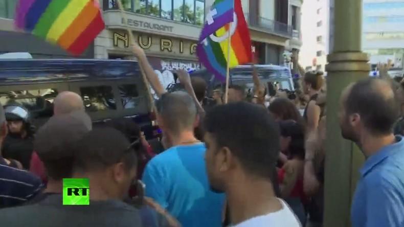 Face à face entre l'extrême droite et les antifascistes à Barcelone sur Las Ramblas