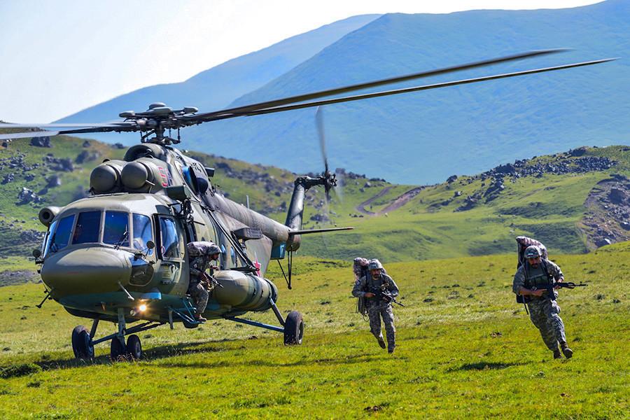Biathlon de chars, tirs d'avions supersoniques... Les images des Jeux internationaux des armées