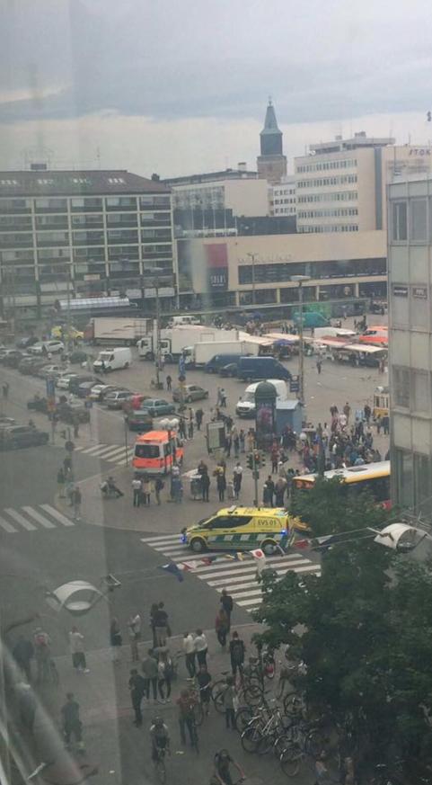 Finlande : deux morts et plusieurs blessés dans une attaque au couteau à Turku, un homme arrêté