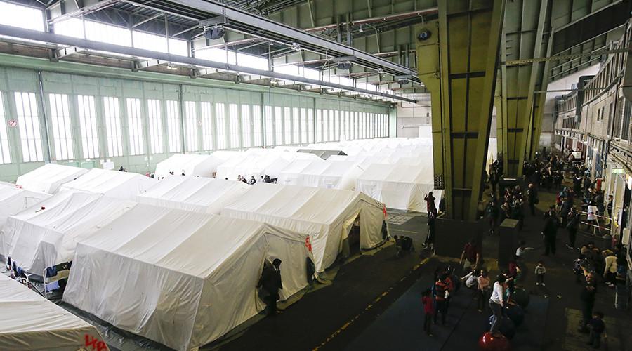 Bâtiments nazis, domaines de mafieux, prisons : ces insolites lieux d'accueil de migrants en Europe