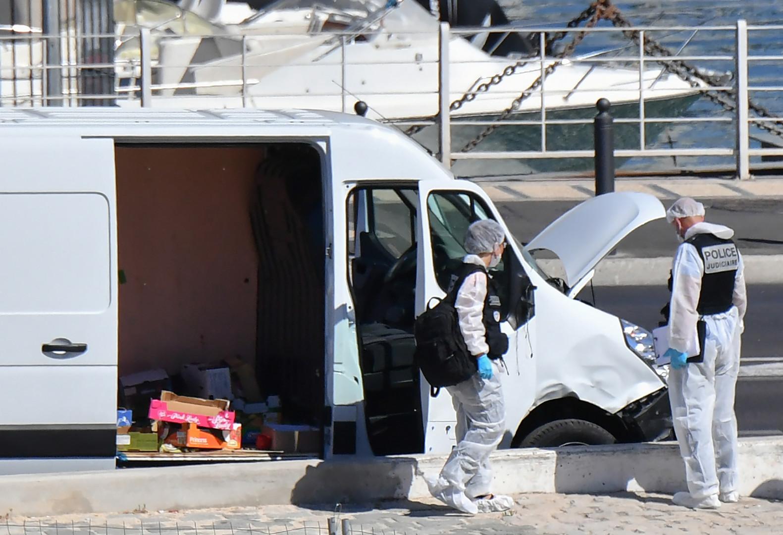 Camionnette cabossée et forces de l'ordre sur les dents : les images suivant l'incident de Marseille