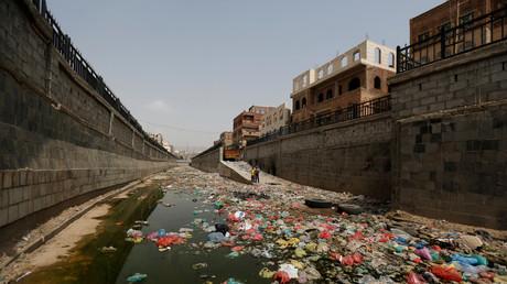 Cours d'eau pollué à Sanaa au Yémen en juillet 2017.