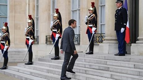 Emmanuel Macron sur le perron de l'Elysée