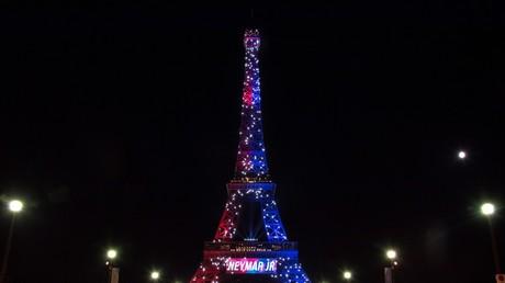 Illuminée par le PSG pour l'arrivée de Neymar, la tour Eiffel au cœur des débats sur Twitter