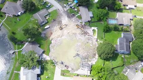 Quatre maisons disparaissent dans un trou en Floride