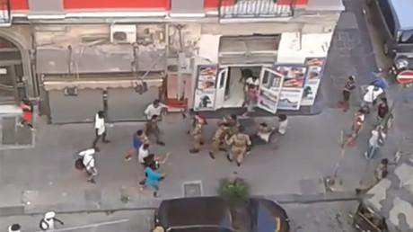 «Militaires agressés par des migrants à Naples» : un incident défraie la chronique en Italie (VIDEO)