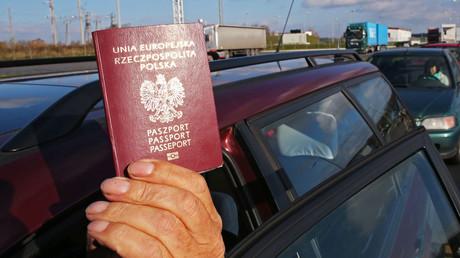 La Pologne irrite ses voisins en envisageant d'intégrer des monuments étrangers sur ses passeports
