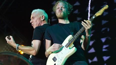 H.P. Baxxter et Phil Speiser pendant leur concert en Crimée
