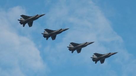 Exercices aéronautiques à la veille du Jour des forces aériennes russes (VIDEO)