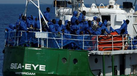 Sauvetage de migrants : l'ONG qui comptait secourir le navire identitaire interrompt ses activités