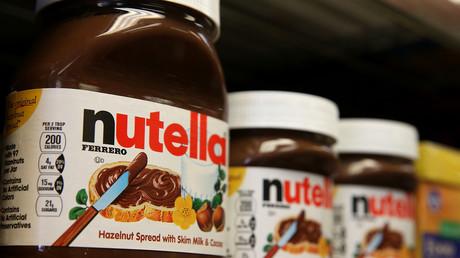 Des pots de Nutella sur un rayonnage