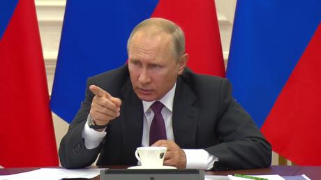 «Y-a-t-il des problèmes ?» : Vladimir Poutine tance le vice-ministre russe des Finances