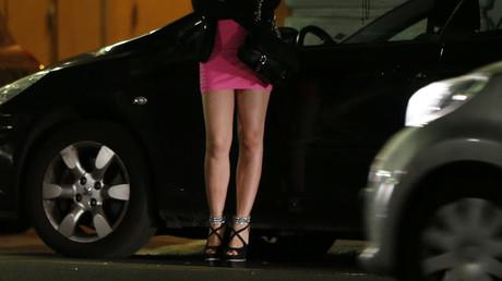 Les jeunes femmes étaient obligées de se prostituer pour payer les vacances de leurs compagnons