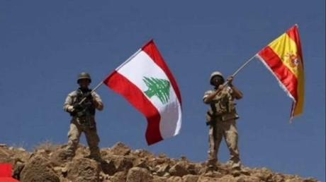 Des soldats libanais hissent le drapeau espagnol le 19 août