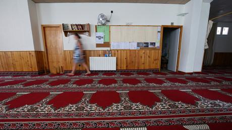 Femme dans une mosquée de Ripoll.