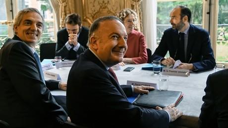 Le patron du Medef Pierre Gattaz assistant à une réunion avec Muriel Pénicaud et Edouard Philippe, en juillet