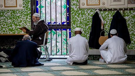Prière à la Grande mosquée de Bruxelles, illustration ©PHILIPPE HUGUEN / AFP