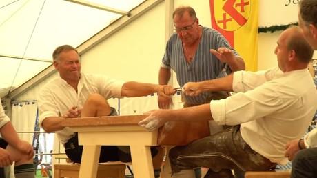Découvrez une compétition insolite bavaroise : doigts de fer
