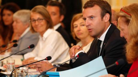 Baisse de popularité : refusant de «céder aux Cassandre», Macron repris de volée par les internautes