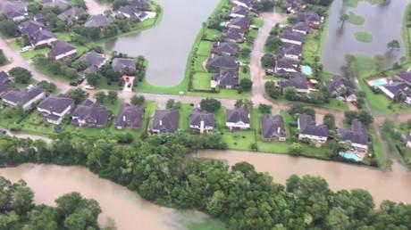Un drone filme Houston dévasté par des inondations