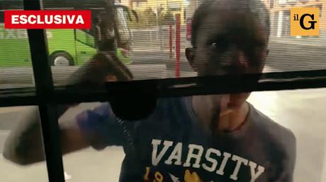 Italie : un chauffeur de bus assiégé et tabassé par des migrants, selon la presse (VIDEO CHOC)
